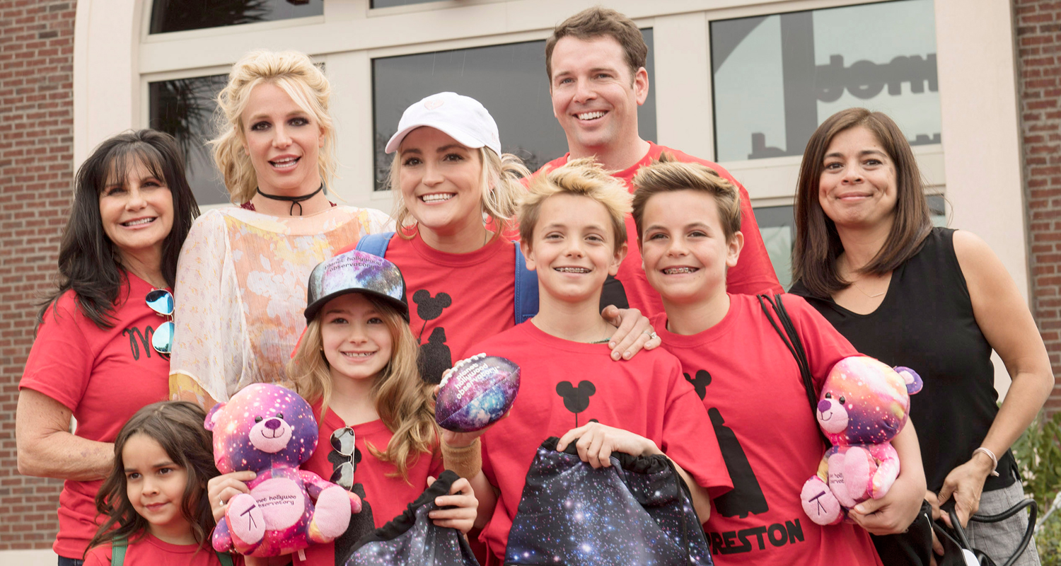 britney-spears-takes-the-whole-family-to-disney-social