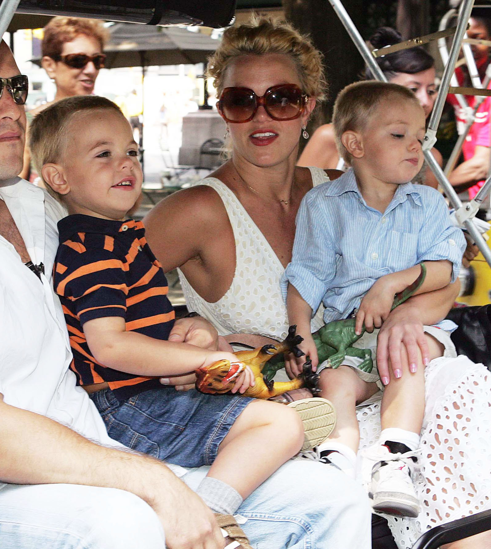 Britney Spears Takes the Kids For a Pedicab Ride Through NYC!