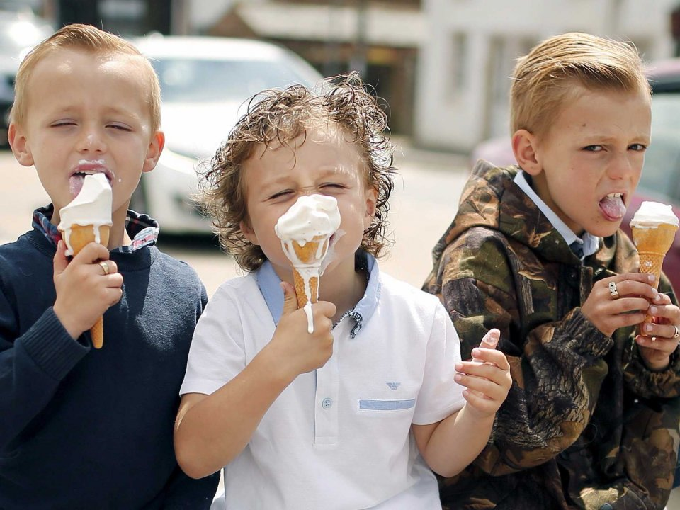 children-eat-ice-cream-at-appleby-in-westmorland-britain-june-4-2015-the-travellers-are-in-the-town-as-part-of-the-annual-horse-fair-which-has-taken-place-since-the-1600s