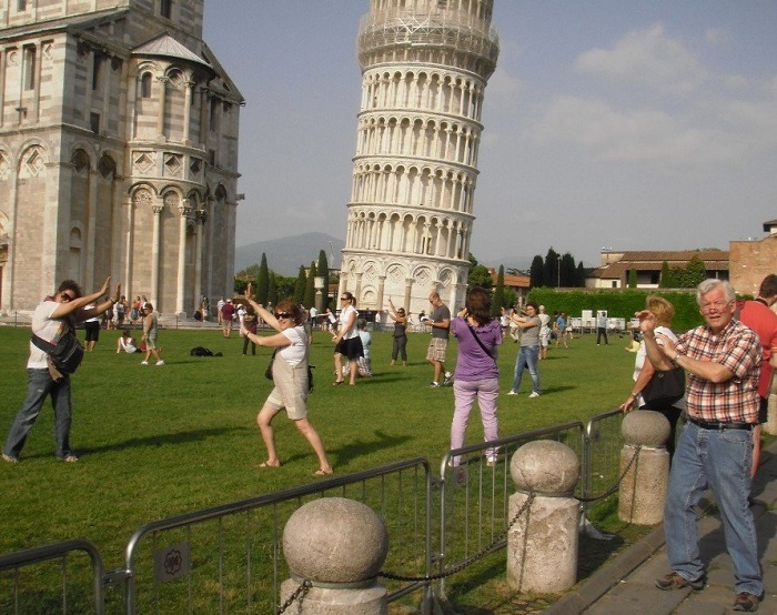 The-Same-Photograph-At-The-Leaning-Tower-Of-Pisa-768-full